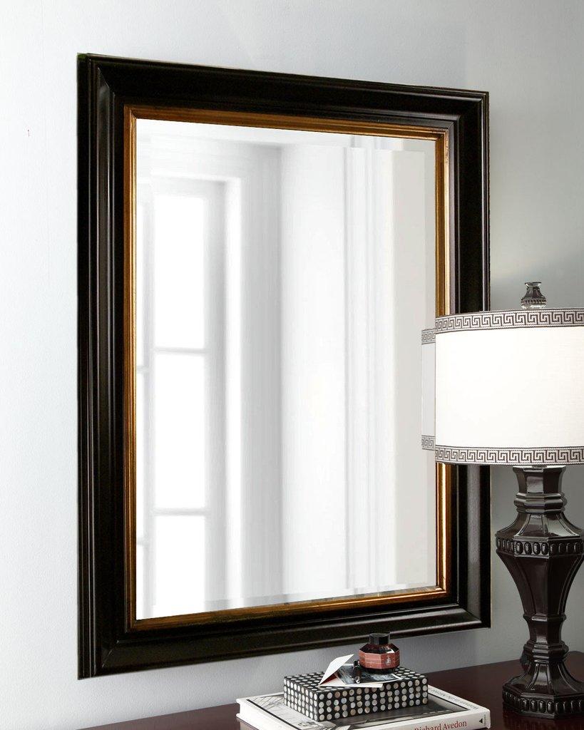 Прямоугольное зеркало в раме