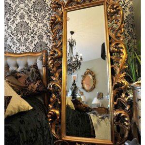 Золотое напольное зеркало «Меривейл»