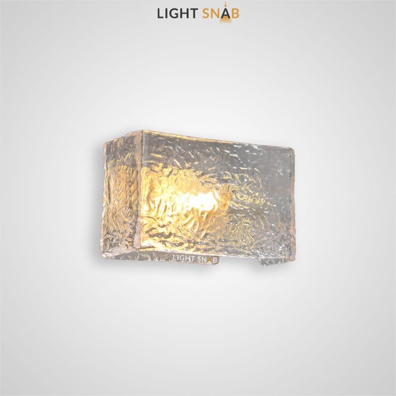 Настенный светильник Fabiola Wall с плафоном прямоугольной формы из рельефного стекла