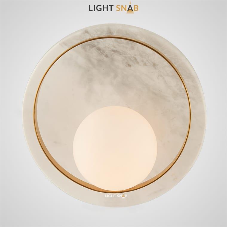 Настенный светильник Ringa в виде каменного диска, на котором закреплен круглый плафон в обрамлении плоского металлического кольца