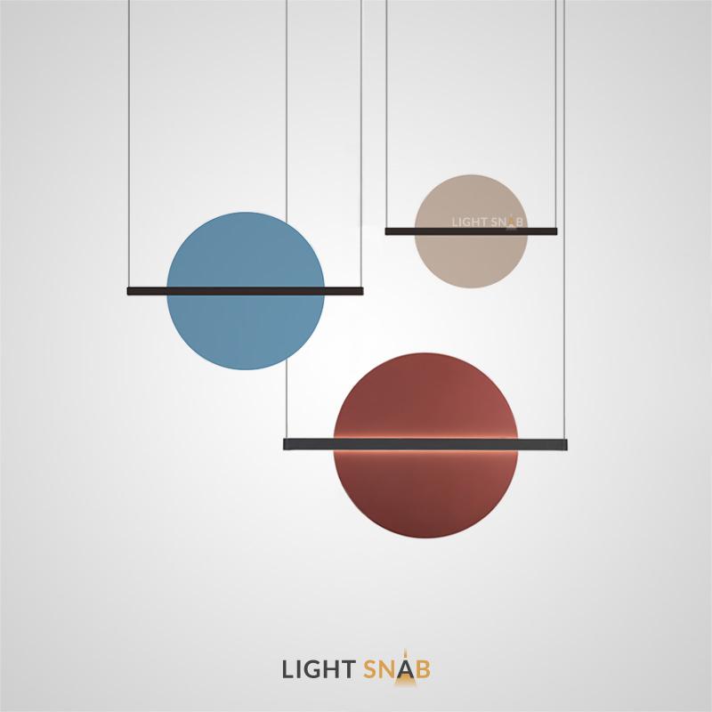 Подвесной светодиодный светильник Liberty в виде разноцветного диска на горизонтальной рейке
